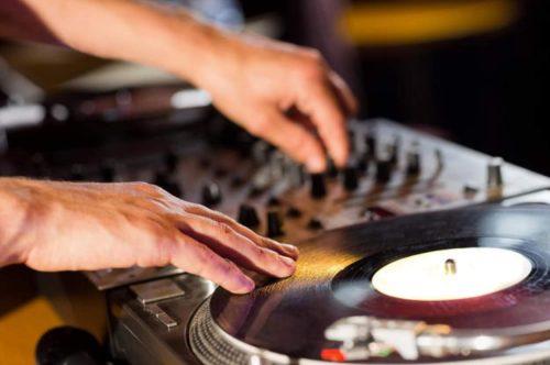 Choisir un DJ au black ou déclaré